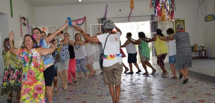 Grupo da Melhor Idade participa de festa especial de carnaval no CCMI