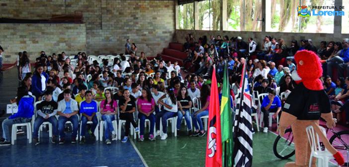 400 alunos das escolas municipais de Lorena participam da formatura do Proerd