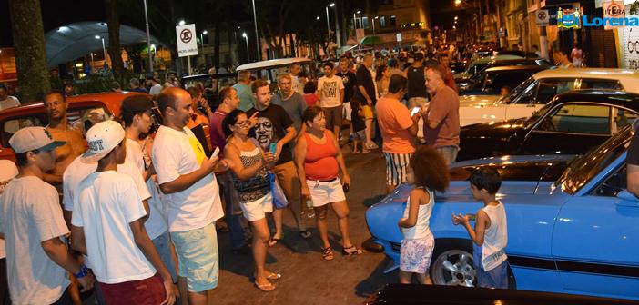 1º Encontro de Carros Antigos é sucesso em Lorena