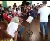 Música Trem Bala com alunos do Projeto Guri de Lorena