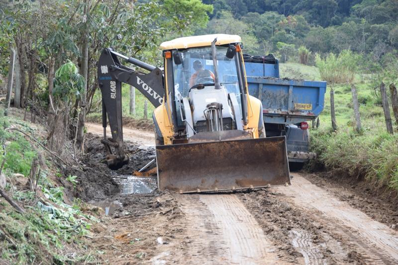 Estrada Rural do Banhado - Limpeza de valeta e pass. maquina (1)