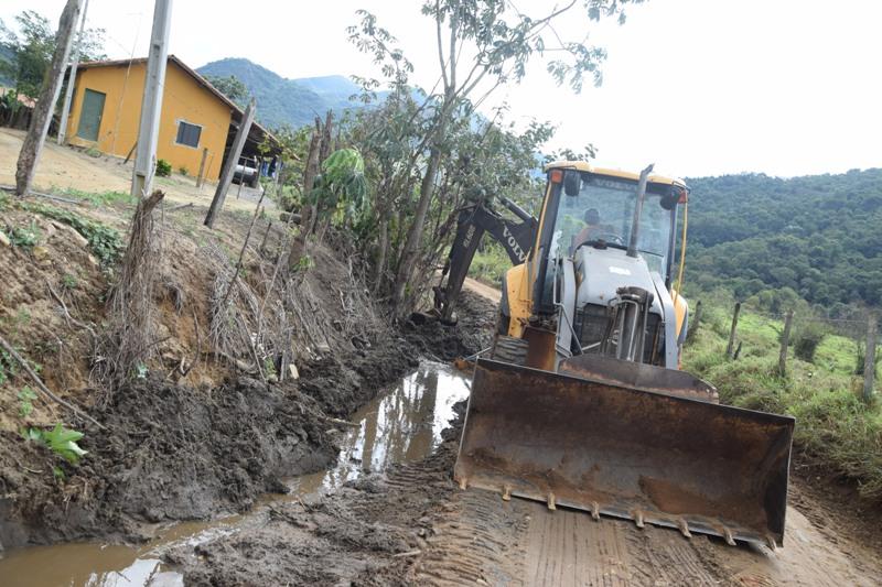 Estrada Rural do Banhado - Limpeza de valeta e pass. maquina (2)