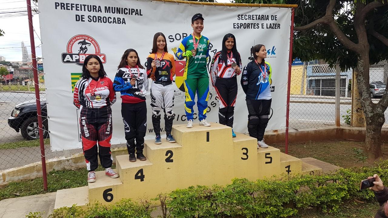 thumbnail_Larissa podium